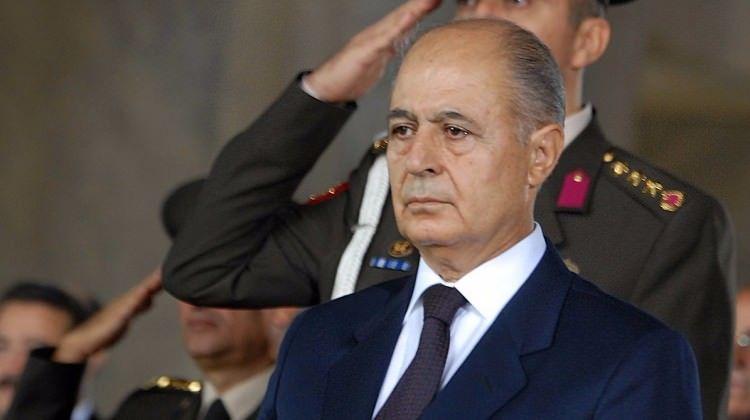 06/01/1998 Anayasa Mahkemesi Başkanlığı'na Ahmet Necdet Sezer seçildi.
